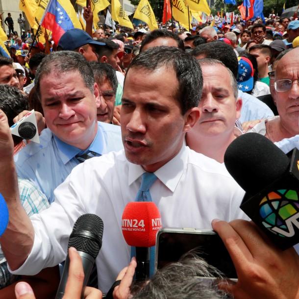 Venezuela: Juan Guaidó reaparece en la calle tras acusación de estar refugiado en embajada francesa
