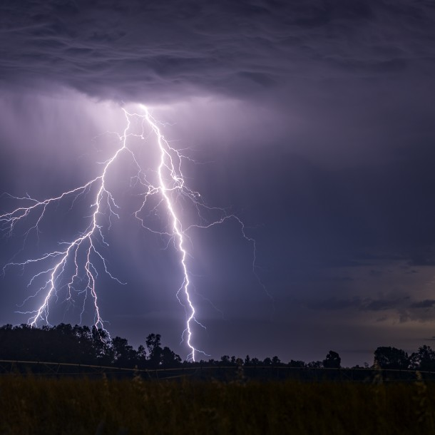 Meteorología emite aviso por probables tormentas eléctricas en Los Lagos y Aysén