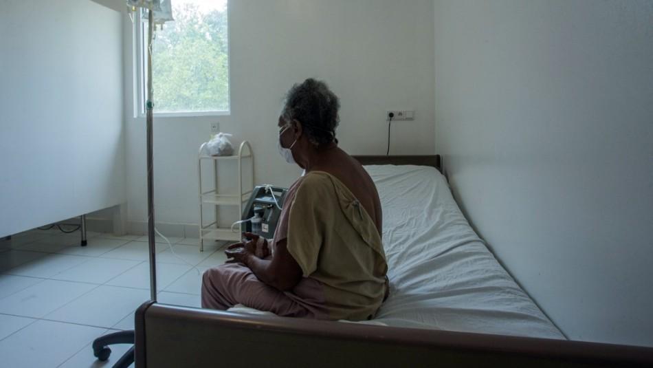 Denuncian que hospitales en España rechazaron atender a mayores de 75 años contagiados por coronavirus