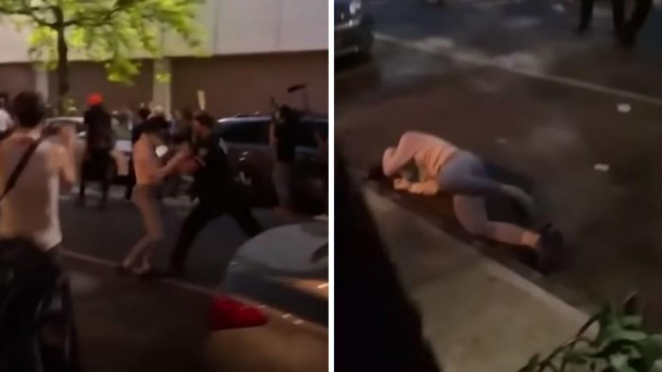 Policía de Nueva York es inculpado por empujar a una manifestante
