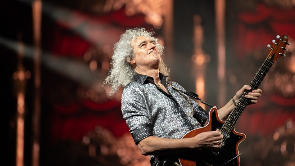 Brian May brilla en el mundo de la música.