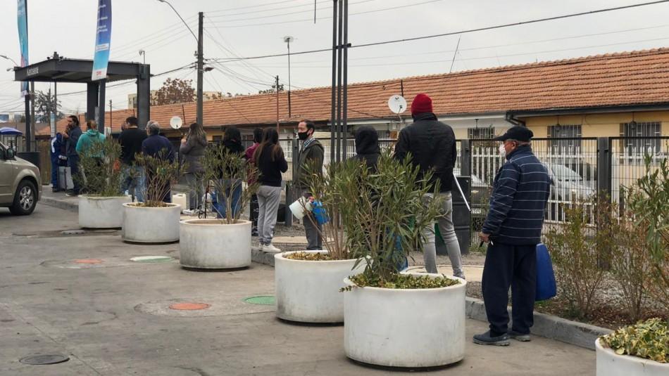 Se registran filas de personas comprando parafina tras fuerte baja de precio y llegada de sistema frontal