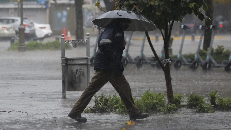 Lluvia en Santiago comenzará en la madrugada y se extenderá hasta el mediodía del viernes
