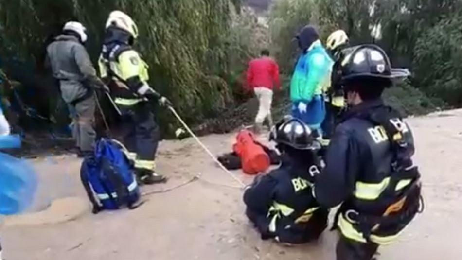 Videos muestran rescate de trabajador arrastrado por la corriente del estero en Quilpué