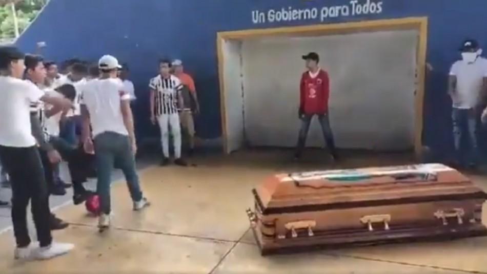 El particular homenaje a futbolista fallecido.