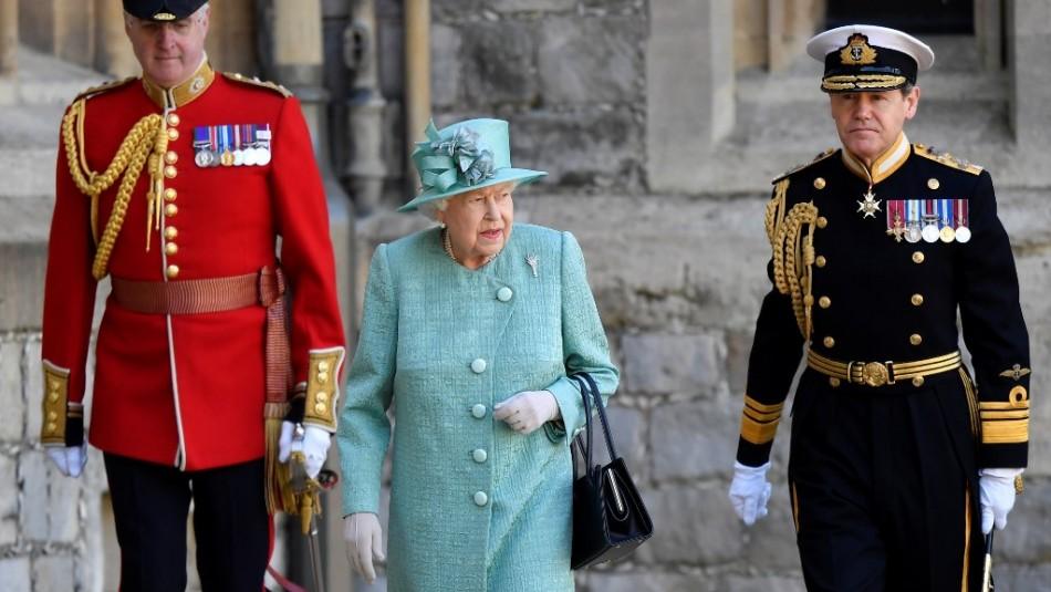 Con ceremonia marcada por el distanciamiento social se celebró el cumpleaños oficial de Isabel II