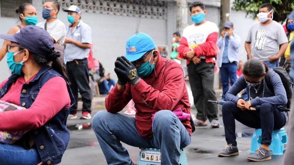 Perú reabrirá centros comerciales mientras los casos de coronavirus superan los 230.000
