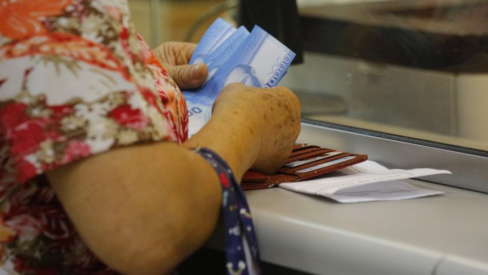 Pulso Ciudadano: 82% de los chilenos está de acuerdo con retirar el 10% de fondos de AFP por pandemia