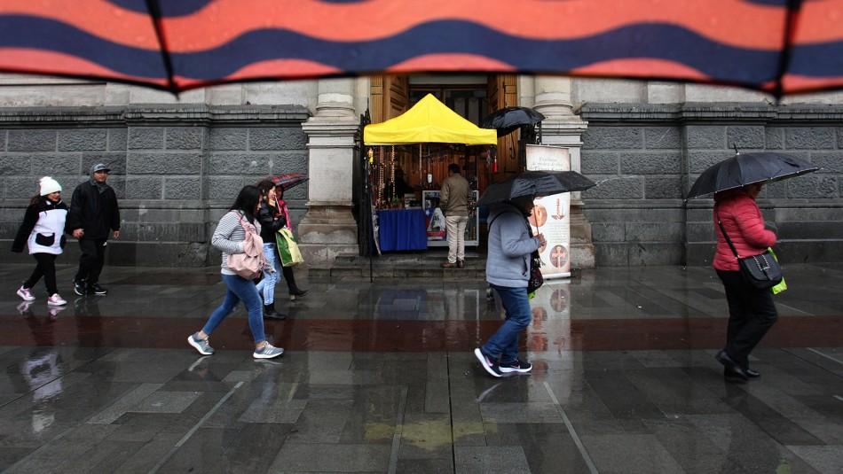Nuevo sistema frontal en la zona central traería lluvia a Santiago este miércoles y viernes