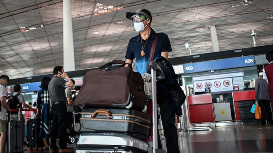 Aeropuertos de Pekín cancelan más de mil vuelos ante rebrote de coronavirus