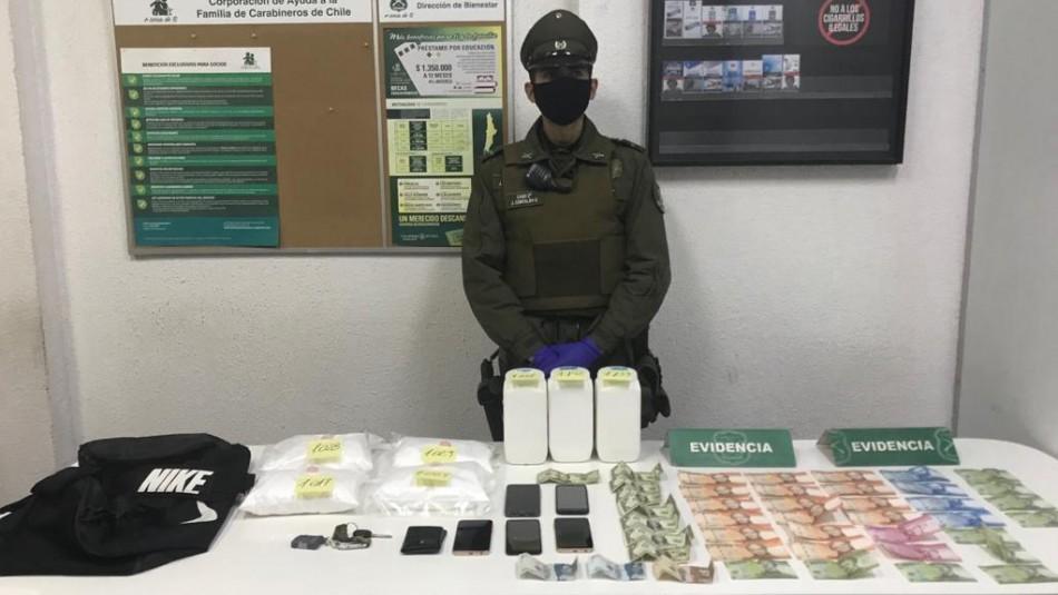 Carabineros detiene a ciudadanos extranjeros que portaban kilos de cocaína