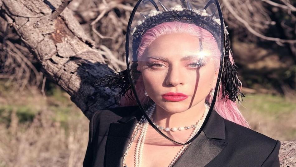 Lady Gaga posa sin maquillaje y los fanáticos se preocupan por su expresión de cansancio