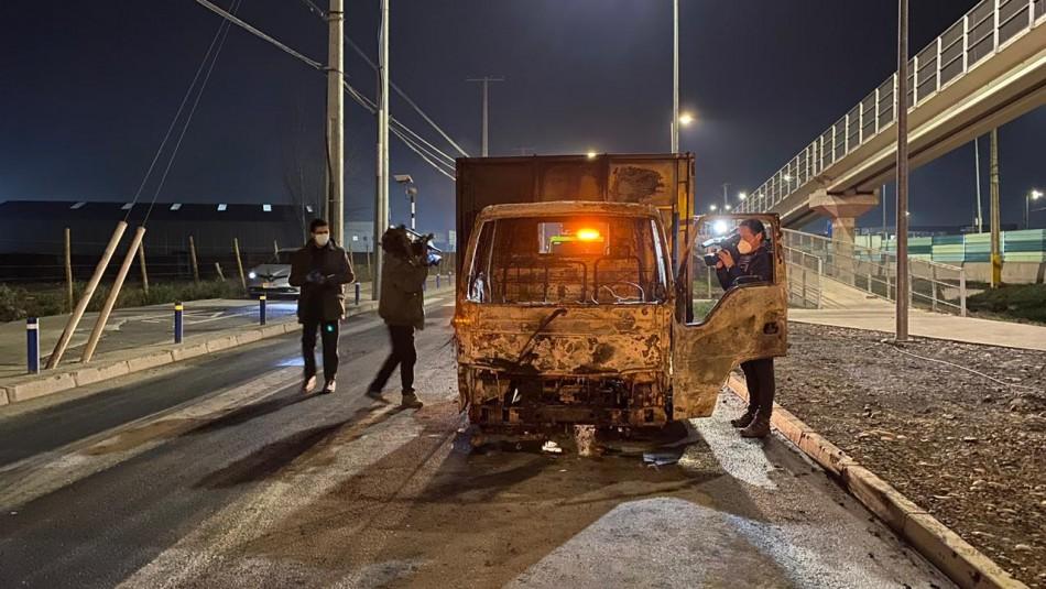Robo en bodega de Colina termina con cuatro vehículos quemados