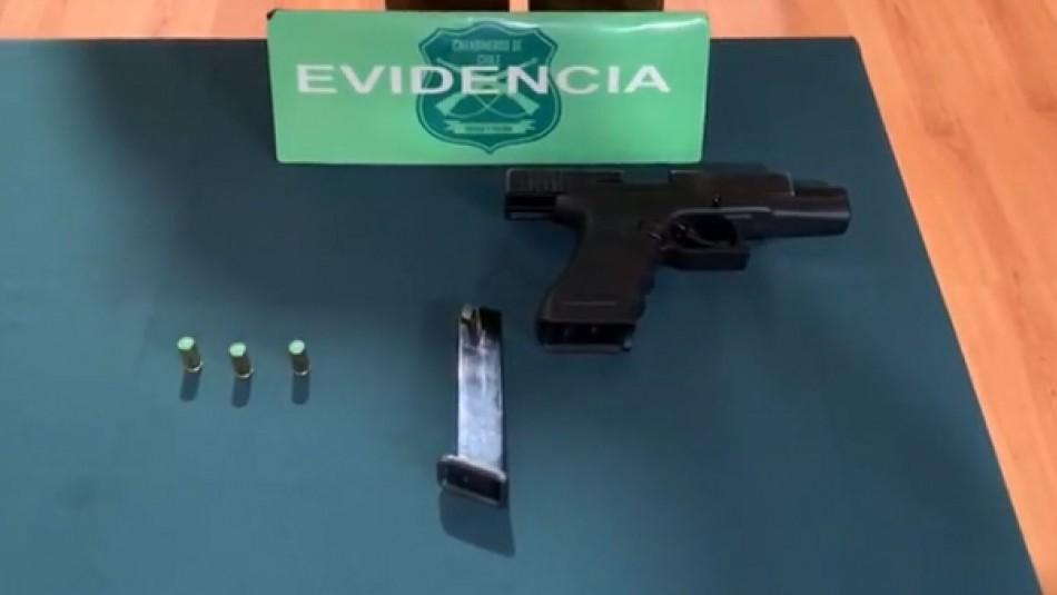 Golpearon a Carabineros y tenían pistola a fogueo: Detuvieron a cinco personas por realizar fiesta en Santiago