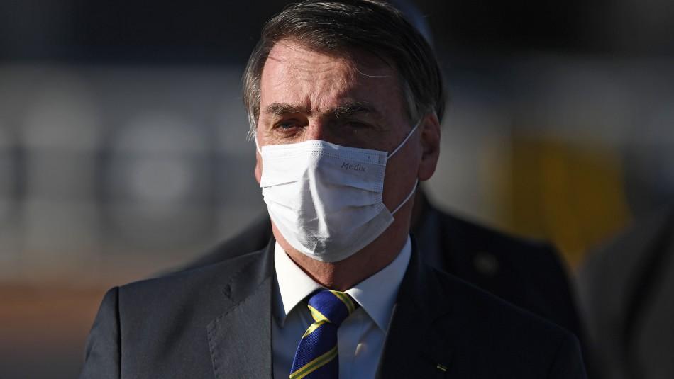 Ordenan a Jair Bolsonaro usar mascarilla en lugares públicos