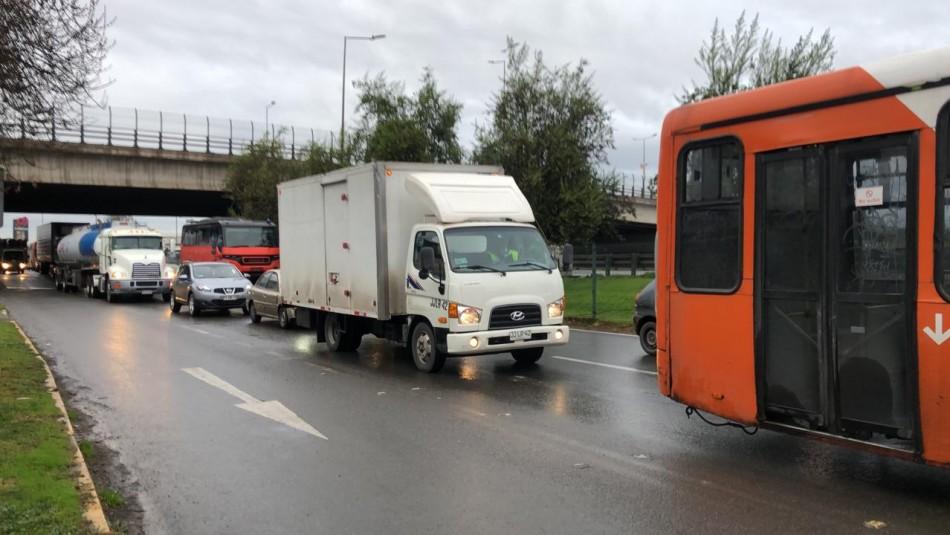 Controles sanitarios generan atochamiento de vehículos en Santiago