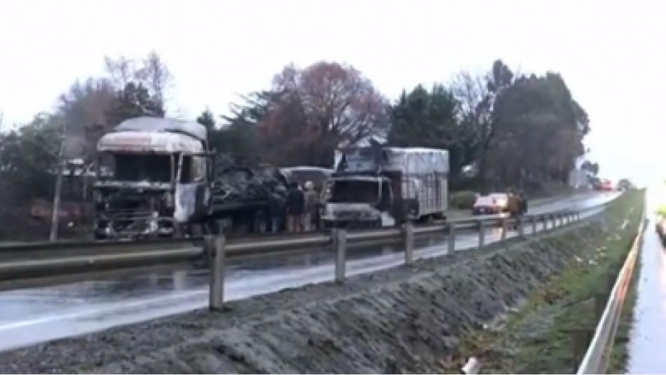 Dos camiones resultaron quemados tras nuevo ataque incendiario en La Araucanía