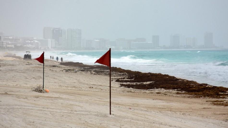 Polvo del Sahara podría provocar desagradable efecto en el mar turquesa de Cancún
