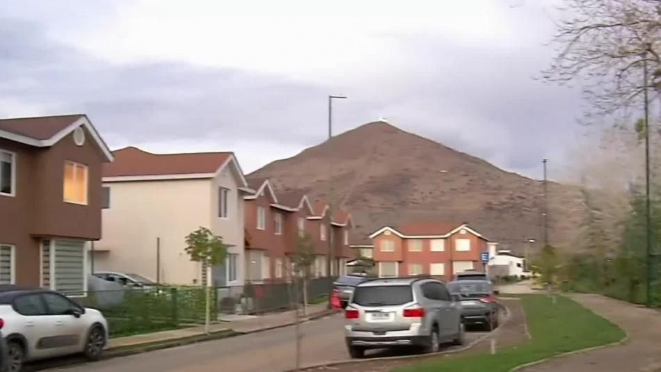 Lluvia se filtra en casas nuevas en Lo Campino: