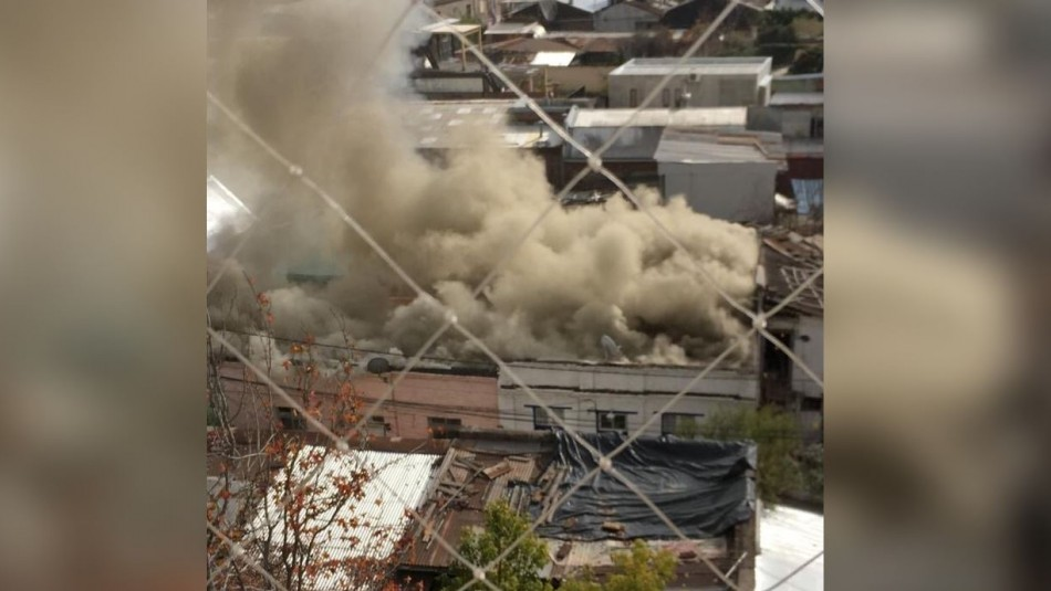 Violento incendio afectó a cité ubicado de Providencia