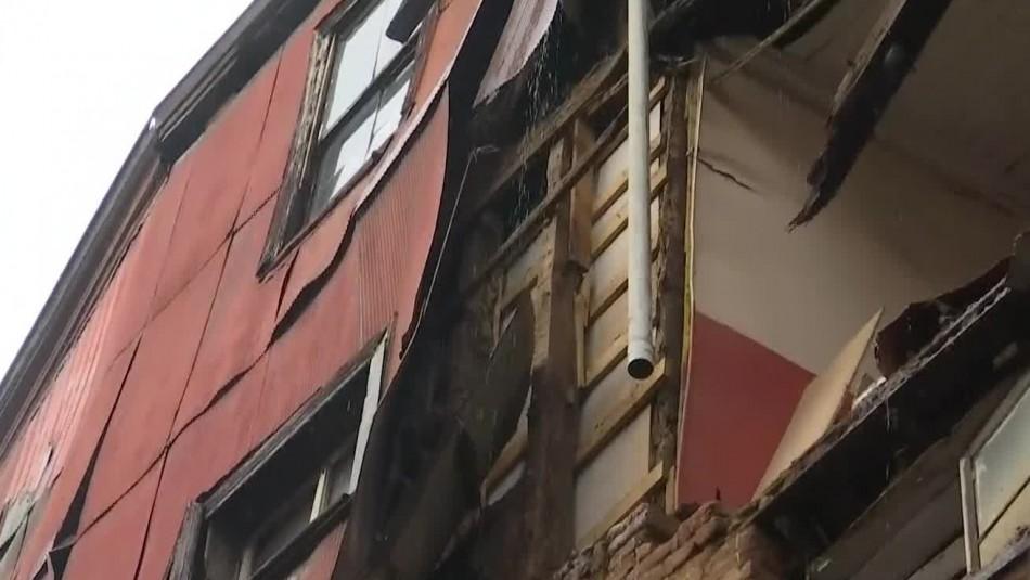 Muro de vivienda se derrumba debido a las lluvias en Valparaíso