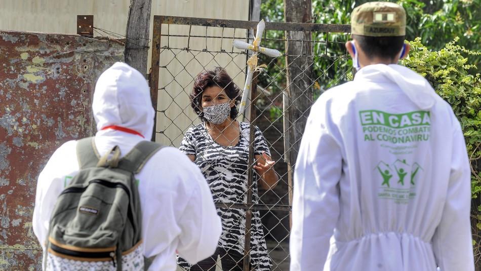 Mujer permanece con cadáver de su esposo muerto posiblemente por coronavirus en Bolivia
