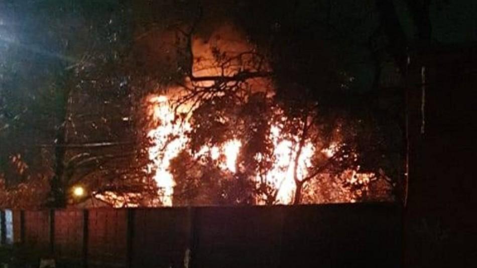 Violento incendio afecta a vivienda de dos pisos en Barrio Norte de Concepción