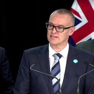 Renuncia ministro de Nueva Zelanda que no respetó cuarentena para ir a la playa
