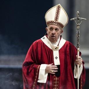 ¿Y la mascarilla? Critican a Papa Francisco por no usar tapabocas pese a exigencias del Vaticano