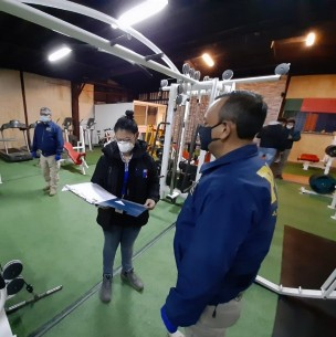 Detienen a cinco personas por funcionamiento irregular de gimnasio en Valdivia