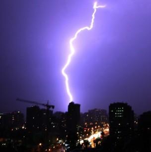 Anuncian probables tormentas eléctricas y aluviones en Santiago