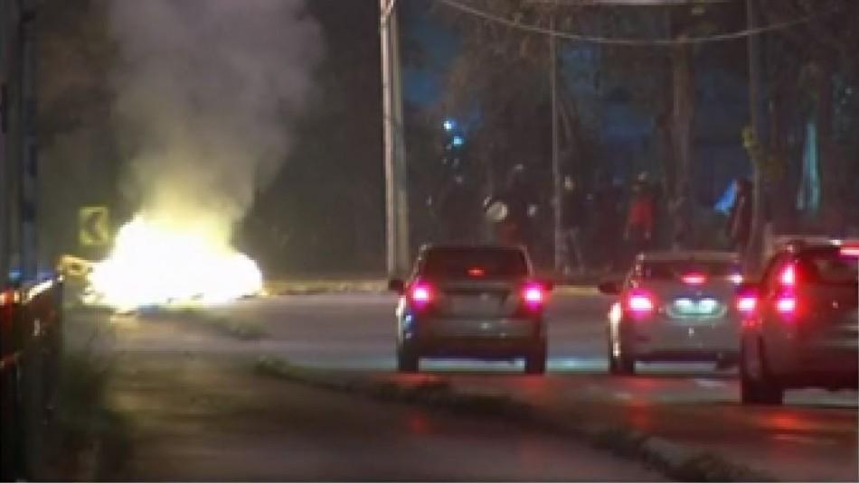 Barricadas y enfrentamientos con carabineros en jornada de incidentes en Santiago y regiones