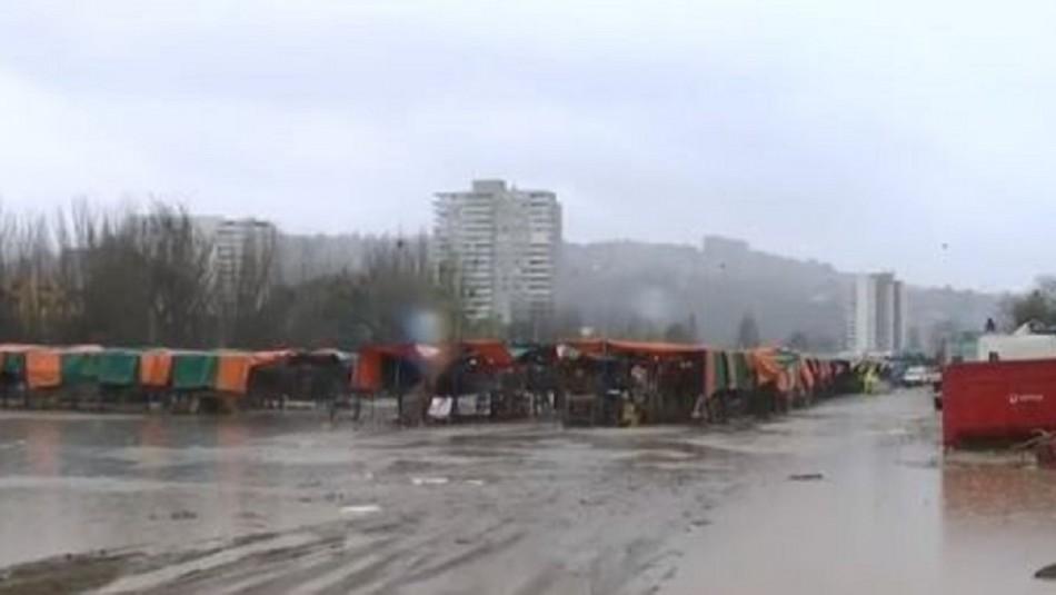 Lluvias en el país: Retiran feria que se instala en el Estero Marga Marga