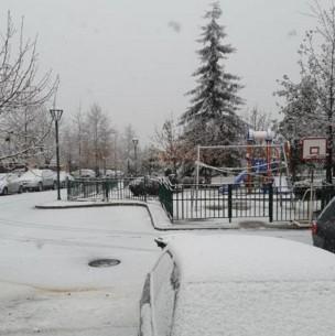 Usuarios de redes sociales reportan nevazón en Santiago y regiones