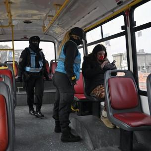 Víctimas de violencia de género podrán usar transporte público sin permisos durante la cuarentena en Argentina