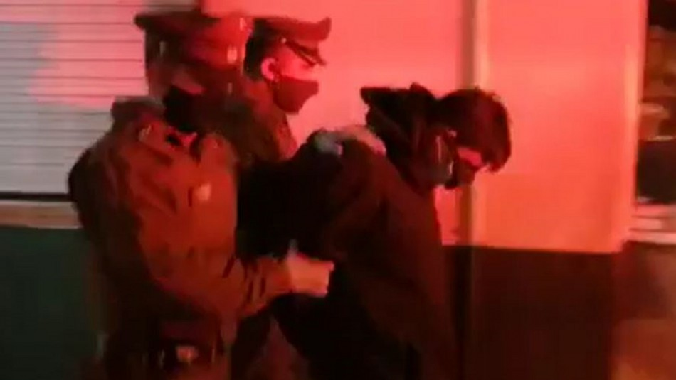 Mujer de 19 años grave tras ser apuñalada 50 veces por expareja: Agresor está detenido