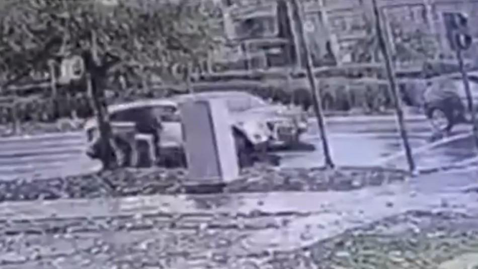 Video registra violenta encerrona a mujer en Peñalolén