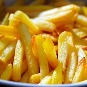 Mujer muere al intentar cocinar papas fritas: Se equivocó de aceite y se envenenó