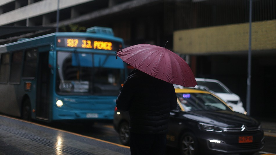 Michelle Adam: Santiago tendrá un martes frío con probables
