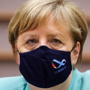 Denuncian que espía trabajaba en equipo de prensa de Angela Merkel