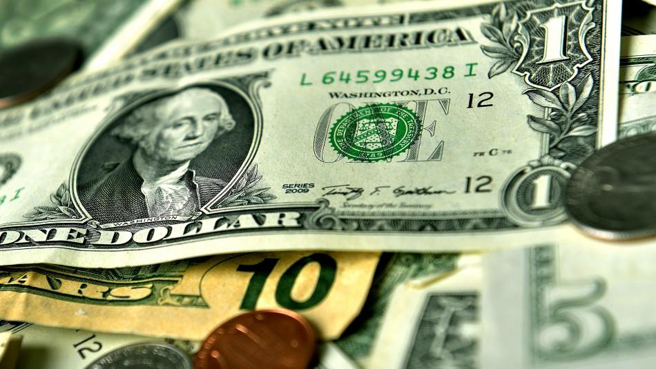 Efectos por discusión de retiro de fondos: Fuerte caída en Bolsa de Santiago y baja en precio del dólar