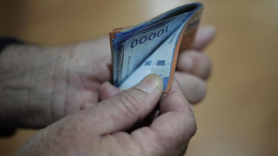 Cadem: Al 41% de los hogares no les alcanza para llegar a fin de mes