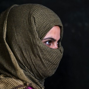 Polémica: Piden que mujeres usen velo en vez de mascarilla contra el coronavirus en Indonesia