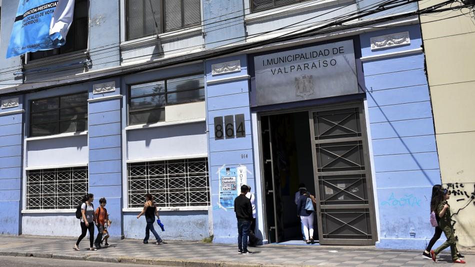 Denuncian presunta fiesta con alcohol y en cuarentena en dependencias de la municipalidad de Valparaíso