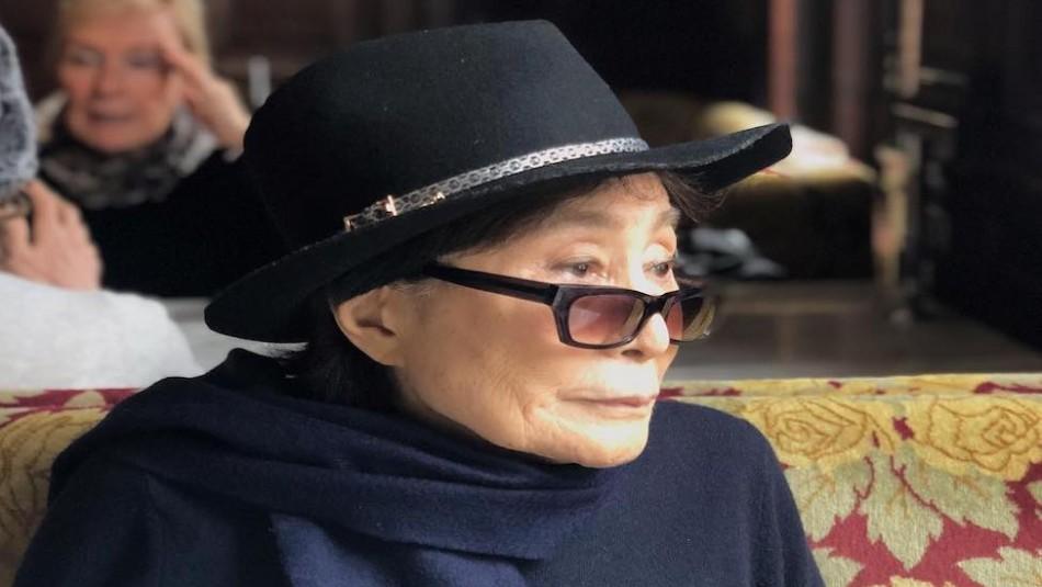 Yoko Ono quedó en silla de ruedas y con ayuda las 24 horas del día