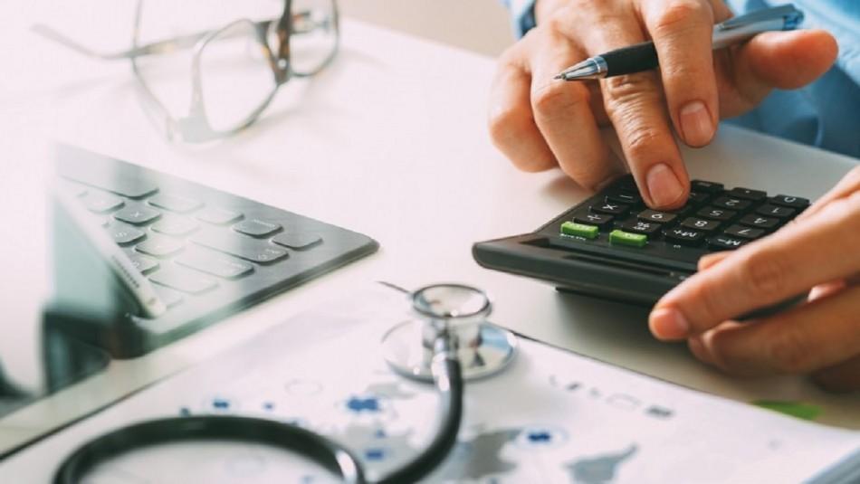 Avanza tramitación de proyecto que prohíbe a las isapres subir planes de salud