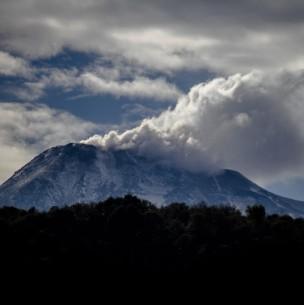 Pulsos eruptivos y lava: Actividad de volcán Nevados de Chillán mantiene en alerta a autoridades