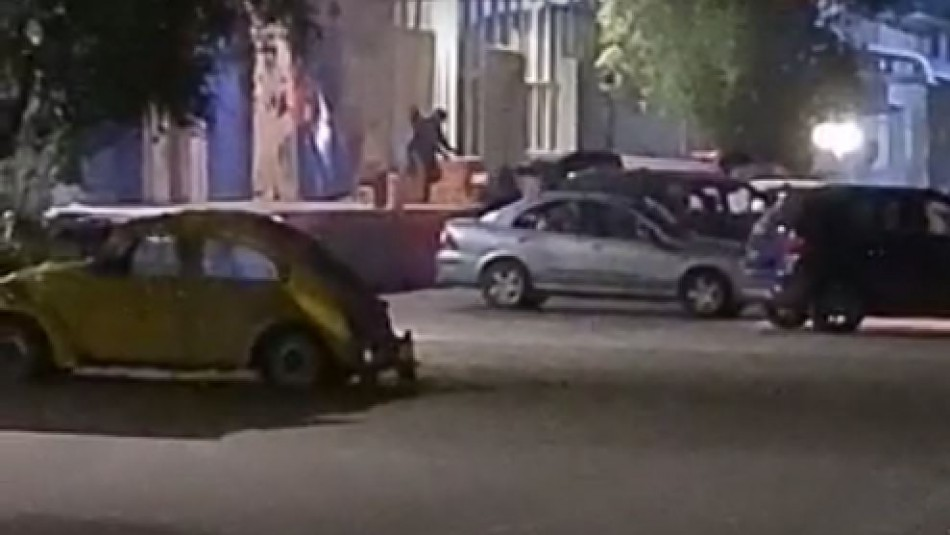 Videos captan violento robo a bodega de juguetes en Quilicura