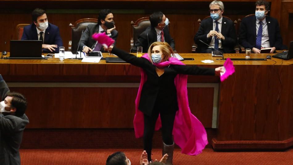Pamela Jiles: Así celebró la diputada la aprobación de proyecto de retiro de fondos AFP