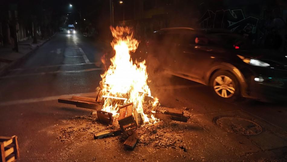 61 detenidos y 13 saqueos a locales en violenta jornada de incidentes en Santiago y regiones